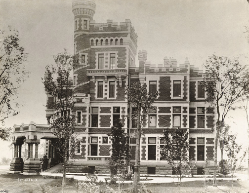 """The Palmers' home, """"The Castle,"""" at 1350 North Lake Shore Drive, 1890/1910. Art Institute of Chicago Archives."""